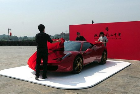 Ferrari genera una gran polémica con la Gran Muralla China de escenario