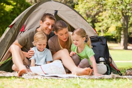 23 cosas que necesitarás si vas a pasar tus vacaciones familiares en un camping