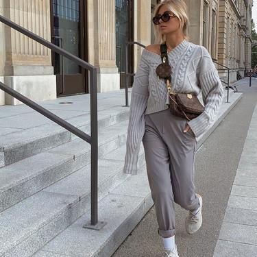 Looks de oficina con zapatillas para desprender estilo sin renunciar a la comodidad