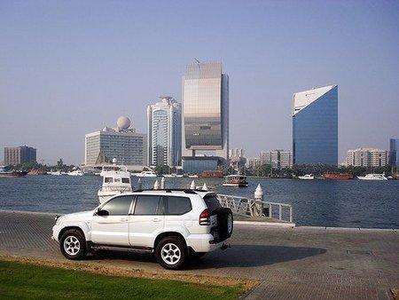 Trabajar en Dubai, un gasto añadido para muchas familias