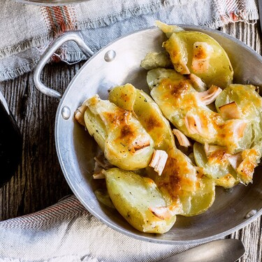 Papitas gratinadas con jamón y queso. Recetas fácil
