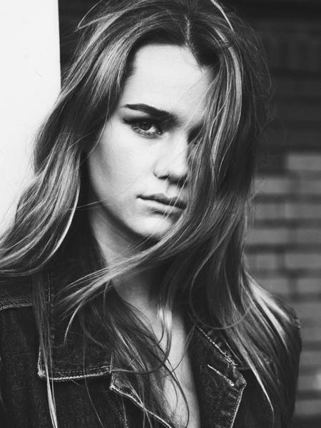 Immy sigue los pasos de su hermana Suki Waterhouse y firma con Next Models