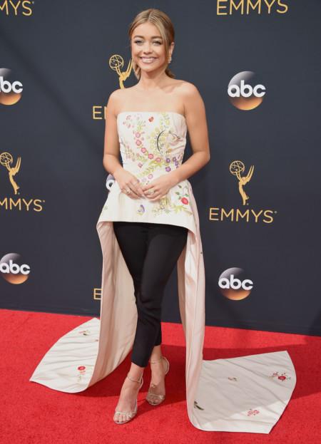 Sarah Hyland En Monique Lhuillier En Los Emmy 2016