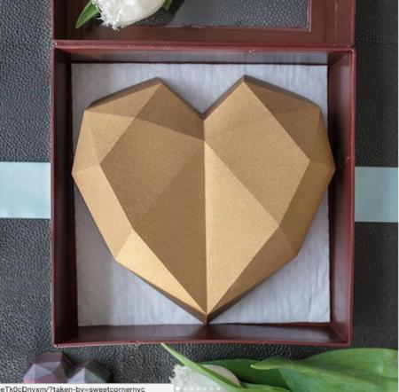 Un corazón de chocolate está revolucionando Instagram y la razón se debe al relleno