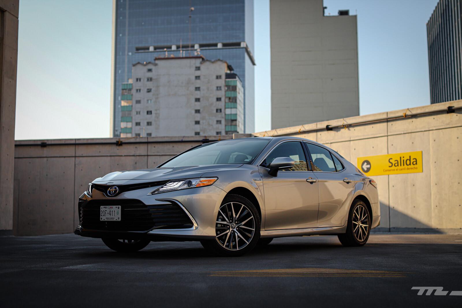 Foto de Toyota Camry Hybrid 2021 (4/38)
