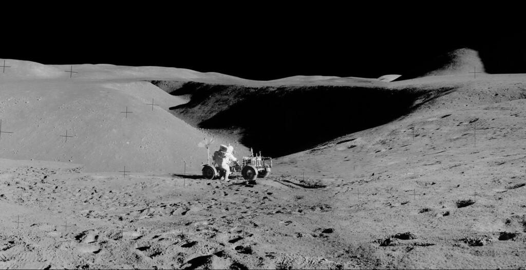 Estos astrónomos proponen fabricar un telescopio de cien metros de ancho en la Luna para visualizar las primeras estrellas del Universo