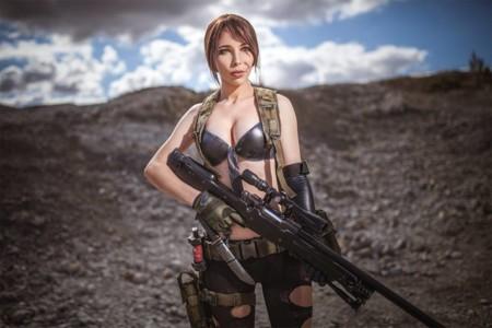 Hasta 'DD' se apuntó a este increíble cosplay de Metal Gear Solid V donde aparecen Snake y Quiet