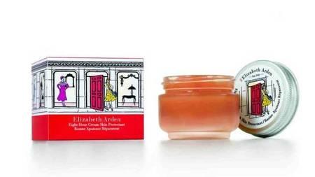 Eight Hour Cream Skin Protectant, la panacea de Elizabeth Arden para la piel, mejora su aroma