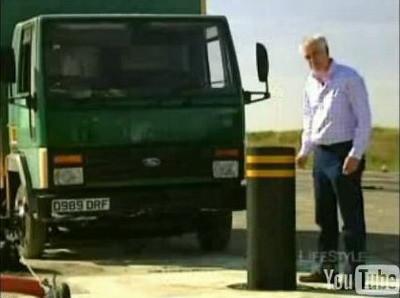 Crash test: Camión contra pivote