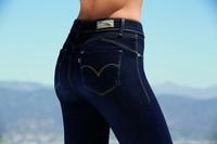 Conoce los nuevos jeans de Levi's y conviértete en modelo de revista gracias al espacio Levi's Revel