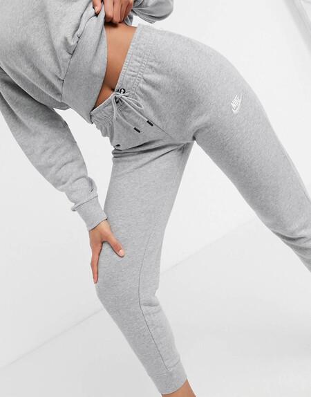 Joggers Grises De Corte Slim Essentials De Nike