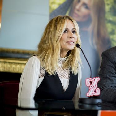 Marta Sánchez reina en las redes con su letra del Himno de España vestida con un fabuloso Elisabetta Franchi