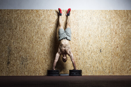 Una rutina de calistenia para nivel avanzado en el gimnasio