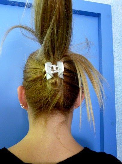 cómo hacerte una cola de caballo con una pinza de pelo