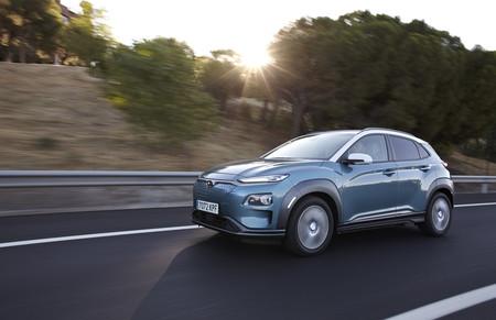 Hyundai Kona eléctrico en carretera