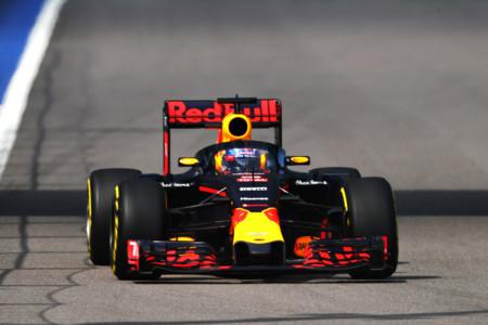 Daniel Ricciardo Red Bull Canopy Rusia 2016 Frontal