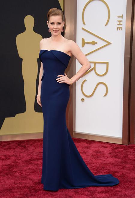 Amy Adams conquista la alfombra roja de los Oscars
