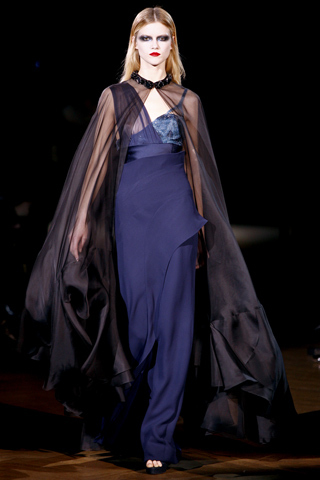 Foto de Givenchy Alta Costura Primavera-Verano 2010: una colección dominada por las transparencias (12/17)