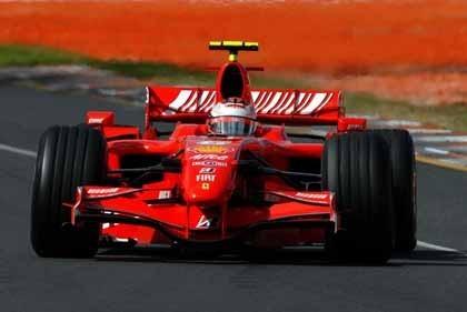 Sepang: Raikkonen y Ferrari toman el mando
