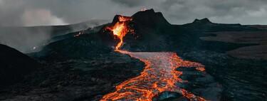Bombardear el volcán de La Palma será un disparate, pero sí que es posible modificar una colada: esto es lo que sabemos sobre las veces que se ha intentado