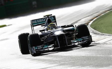 Lotus y Red Bull ven ilegal el alerón trasero de Mercedes, McLaren no