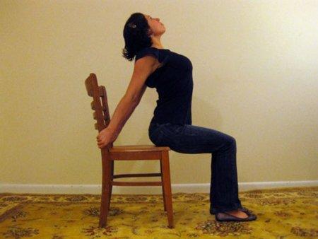 Un sencillo ejercicio para relajarnos sentados