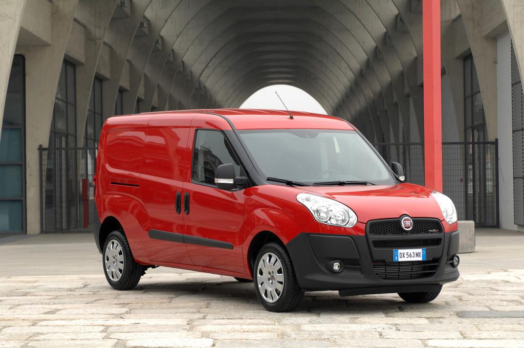Foto de Fiat Doblò Cargo y Combi (6/32)