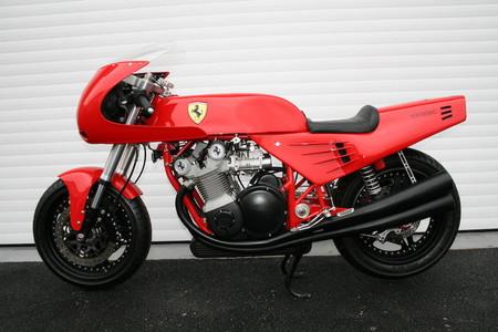 Esta es la única moto oficial de Ferrari: tiene 3.000 horas de trabajo y 24 años a sus espaldas