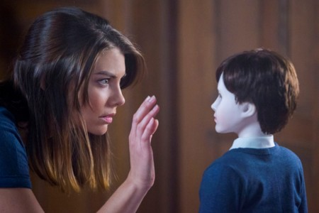Escena Pelicula The Boy Lauren Cohan