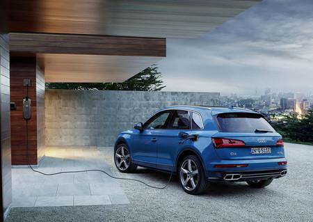El Audi Q5 55 TFSIe híbrido enchufable de 367 CV es lo más parecido a un SQ5 gasolina que veremos en Europa
