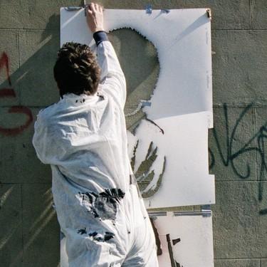 """El libro de fotografía que muestra las primeras imágenes de Banksy """"en acción"""""""