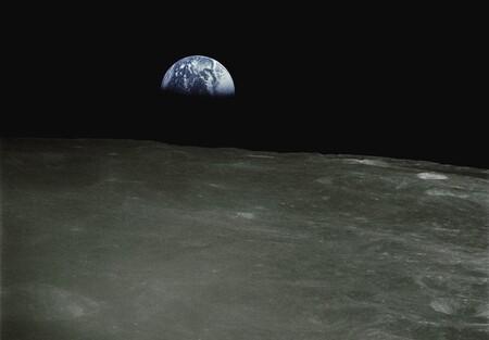 Además de la Luna hay más cuerpos celestes alrededor de la Tierra: qué son las Nubes de Kordylewski y qué sabemos de su existencia