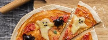Recetas de Halloween para niños: arañas en pizza de salami