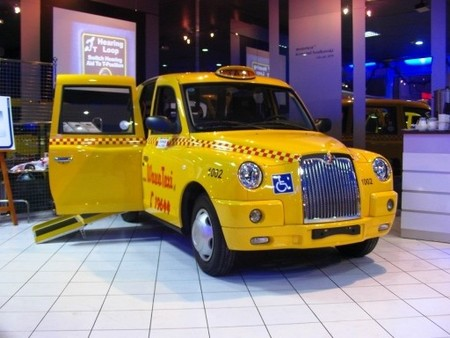 Varsovia adopta al taxi londinense