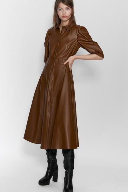 Vestido midi de cuello y solapa con manga por debajo del codo abullonada acabada en elástico