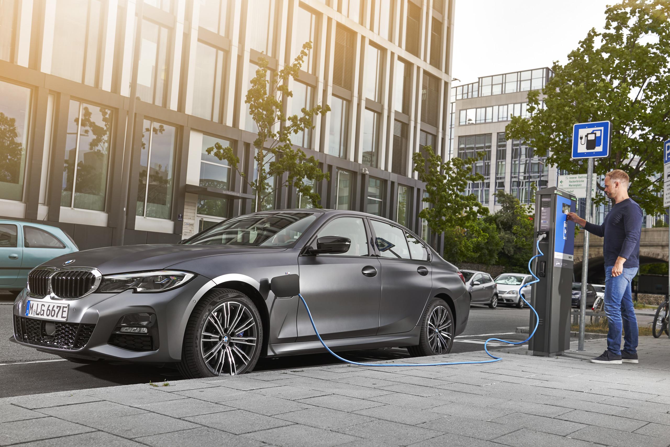 Foto de BMW 330e 2019 (8/11)