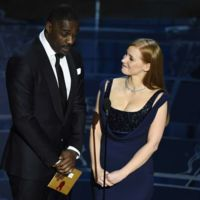 Jessica Chastain e Idris Elba en 'Molly's Game', el debut como director de Aaron Sorkin
