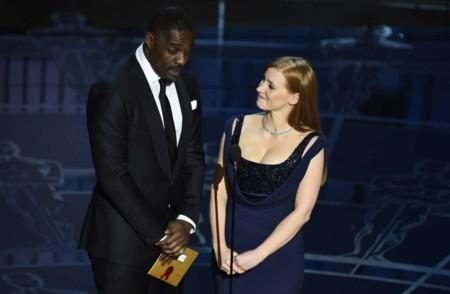 Jessica Chastain e Idris Elba en 'Molly's Game', el debut como director de Aaron Sorkin
