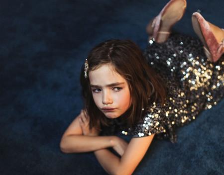 Zara tiene los looks de fiesta de niño y niña más bonitos para lucir en Navidad y los puedes comprar en el Black Friday con descuento