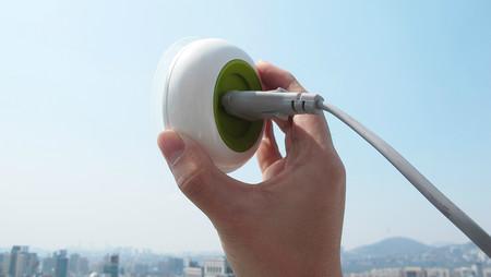 Estos estudiantes están desarrollando un enchufe solar para cargar tus dispositivos casi en cualquier lado