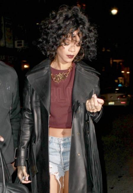 La incongruencia hecha look. Por Rihanna