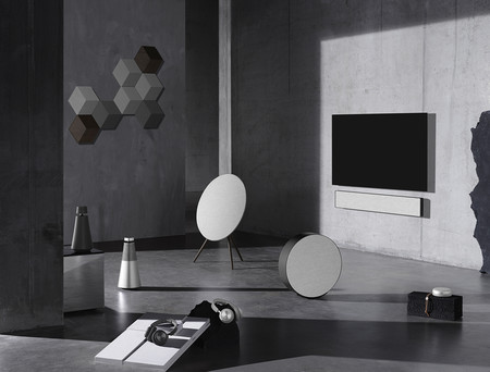 Bang & Olufsen vuelve a renovar el diseño de su gama de altavoces y auriculares con la Colección Contrast