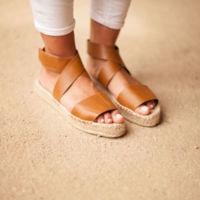 Alerta de calzado que viene en masa: cruzado y con la suela de esparto. Flechazos de shopping