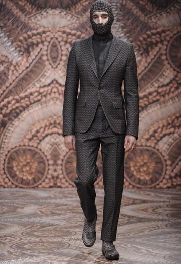 Foto de Alexander McQueen, Otoño-Invierno 2010/2011 en la Semana de la Moda de Milán (10/13)