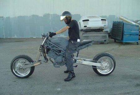 The priest, motos de película