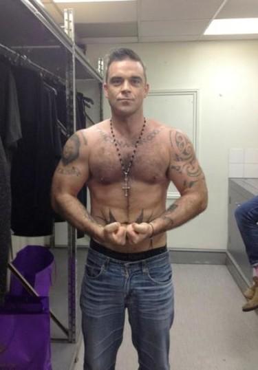 Robbie Williams se gusta mucho, nos gusta a nosotros y además lo sabe