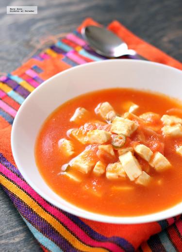 Queso panela en salsa de jitomate. Receta mexicana