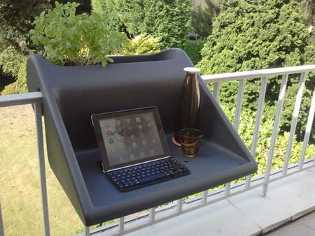 Disfruta de la primavera con este escritorio para el balc n for Mesa colgante balcon