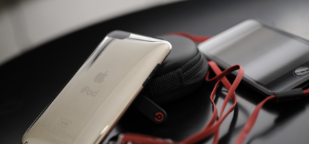 Imagen de la semana: Steve Jobs probó uno de los primeros auriculares Beats cuando salieron al mercado