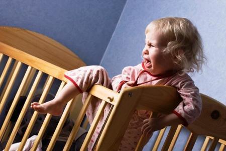 Dejar que el pediatra o la enfermera te diga cómo criar a tus hijos y que te dé consejos de hace décadas